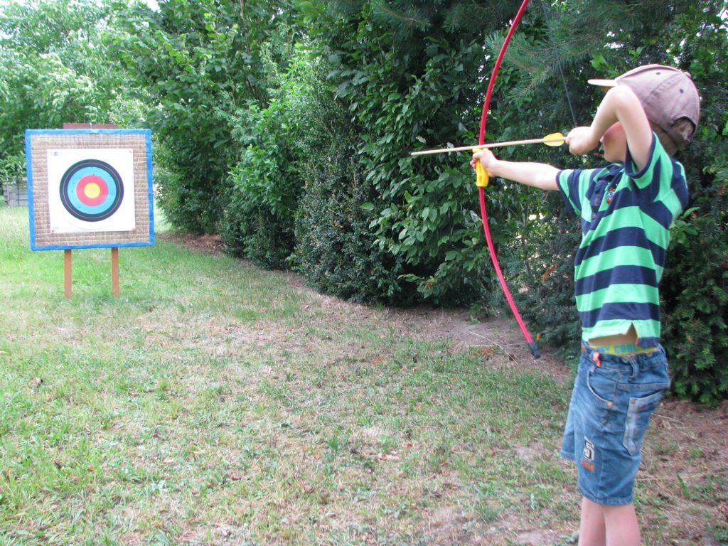 Kinderbogen / Mit Pfeil und Bogen wie ein Indianer